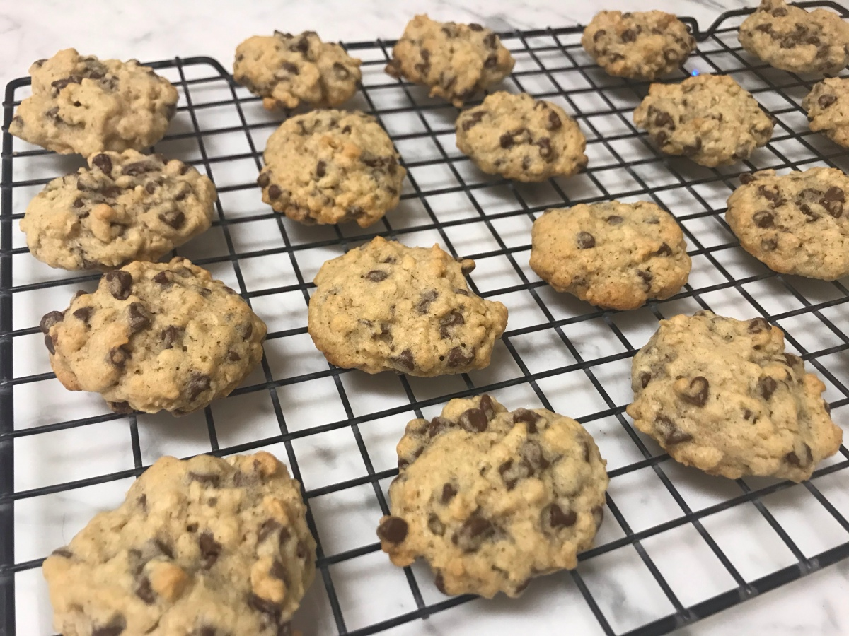 EAT | Soft and Chewy Oatmeal Chocolate ChipCookies